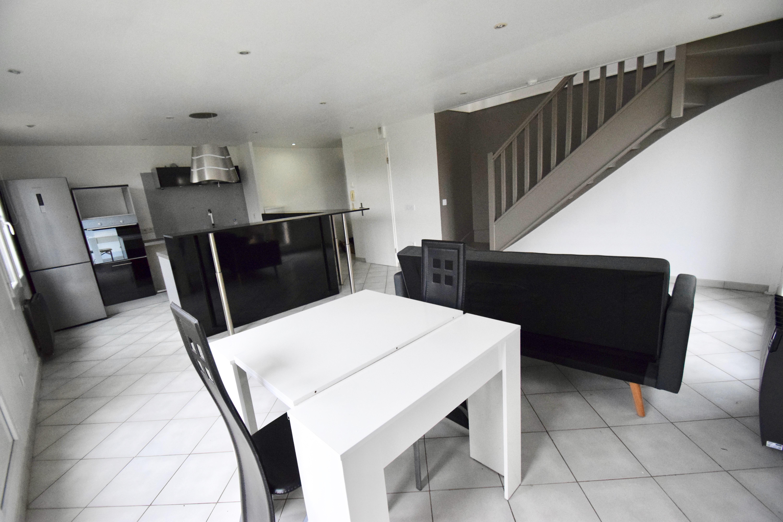 Appartement 3p 65m² SAVIGNY LE TEMPLE ( Bourg) , 48m² espaces extérieurs