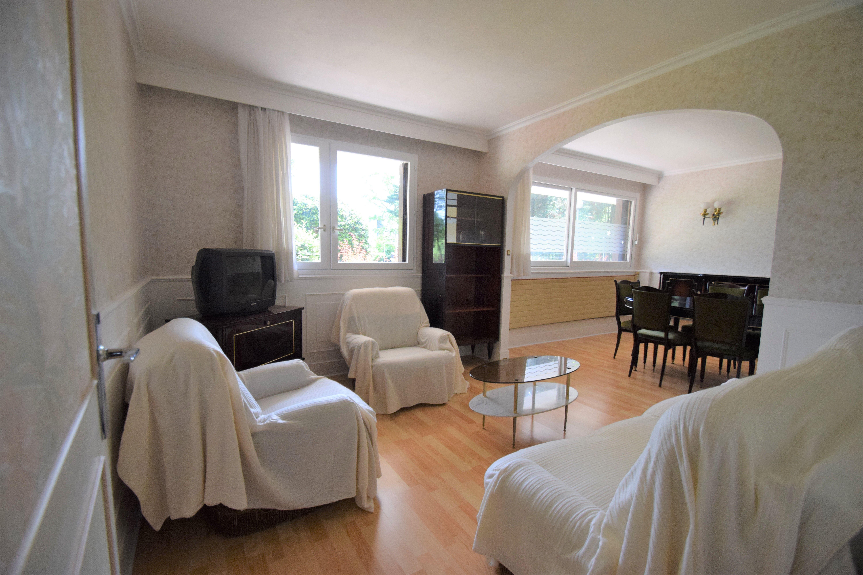 Appartement 5 pièces/ 3 chambres à Tremblay en France ( 5 min RER Vert Galant) Parking et cave